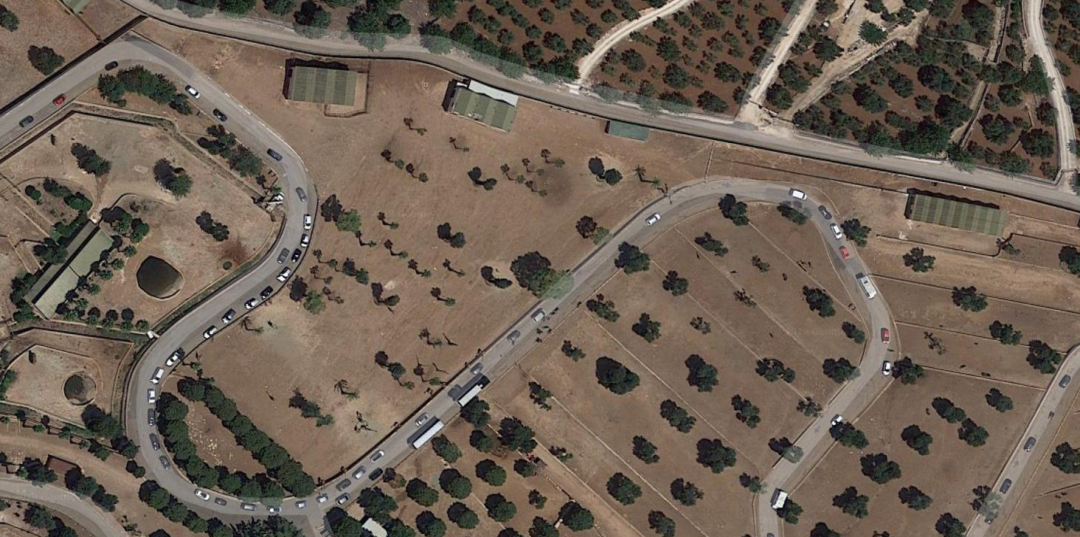 Cars in a row seen on google maps