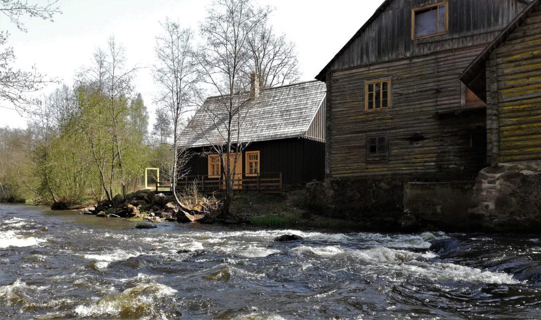 "Süvahavva village - View to the village chamber ""Külakoda"" from the river"