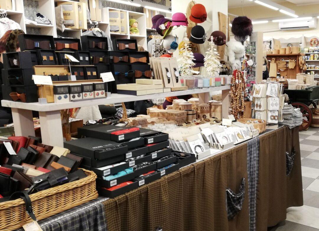 wooden bowties and other products in Tallinn souvenir_shop Hää Eesti Asi